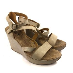 Korks ease leather wedges size 10 beige off white